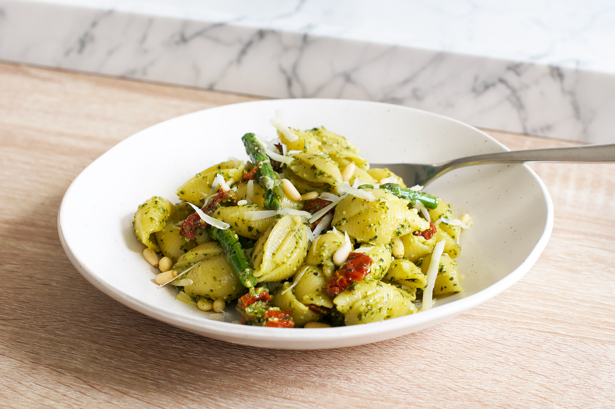 Pesto pasta salad with green asparagus and sun-dried tomato recipe