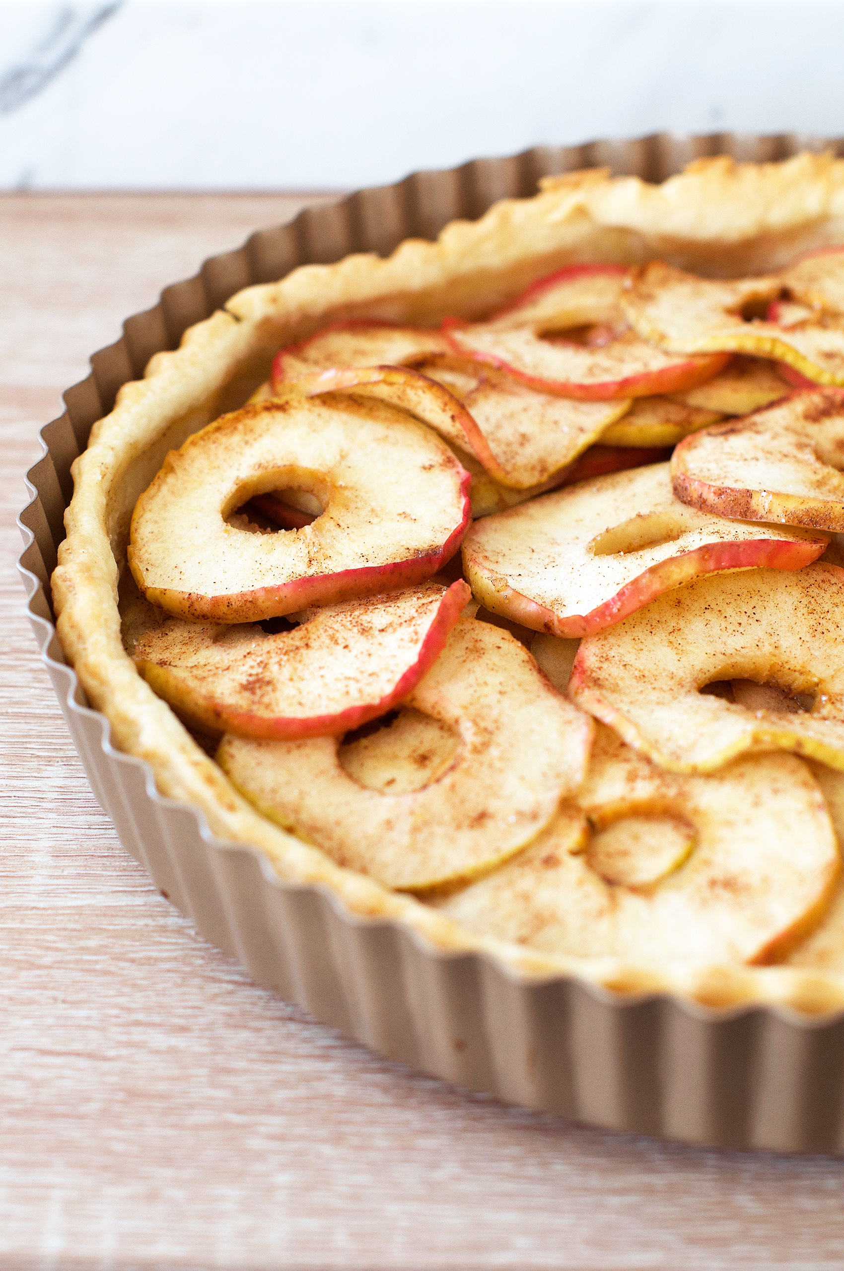 Recipe for apple and cinnamon puff pastry tart